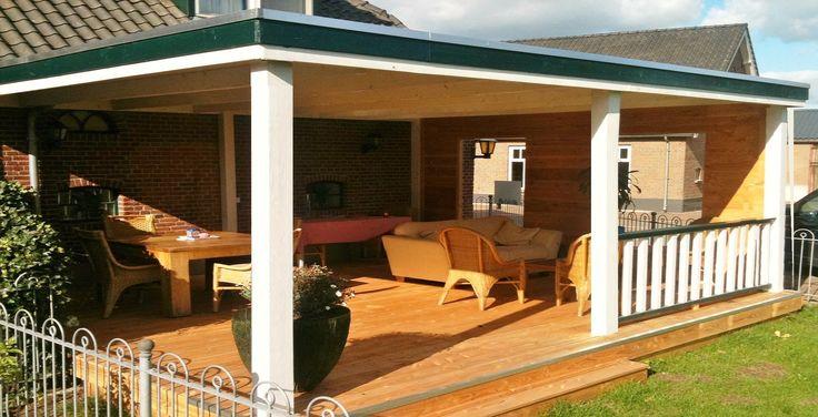-28- Klassieke houten veranda aan huis met plat dak lichtkoepel lichtstraat van lariks douglas eiken hout zelfbouw bouwpakket wijchen