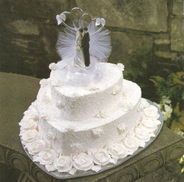 small pretty wedding cakes | your small wedding cake a beautiful look by elevating it on a pretty ...