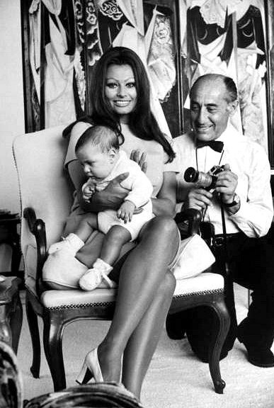 Sophia Loren and her new born son, Carlo Ponti, Jr. in the bedroom of her villa with LIFE photographer Alfred Eisenstaedt, photo by Alfred Eisenstaedt, Rome 1969 #loren    © Time Inc.