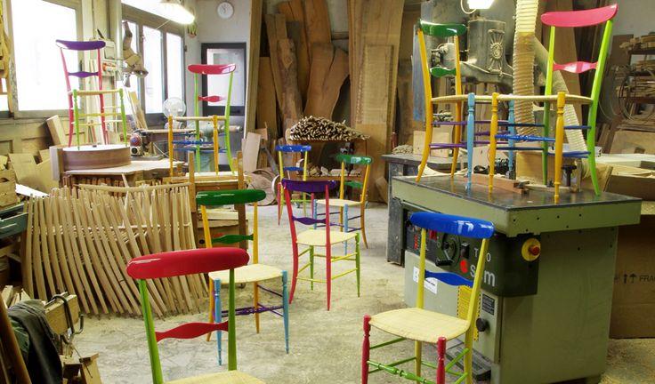 Chiavarina Supercolor in Fratelli Levaggi workshop in Chiavari #chiavarichair #chiavarina #fratellilevaggi