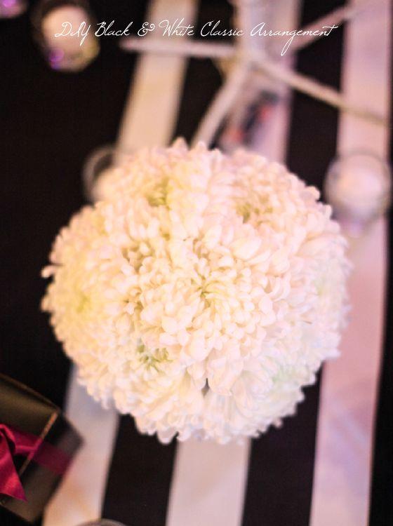 Create this classic black & white arrangement for an elegant dinner party in a few easy steps #floraltips #DIY #chrysanthemum #wedding #decor