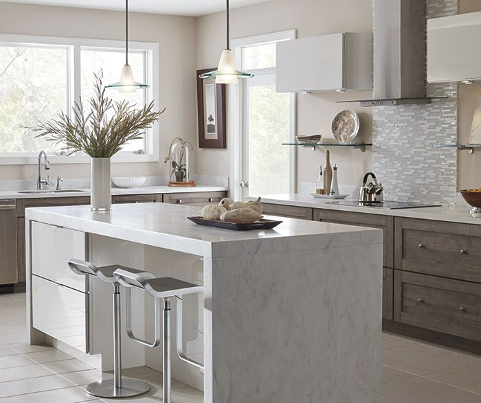 Put your taste for contemporary design front and center with these sleek TrueColor kitchen cabinets featuring slab doors, dramatically contrasting finishes, and decidedly modern accents.