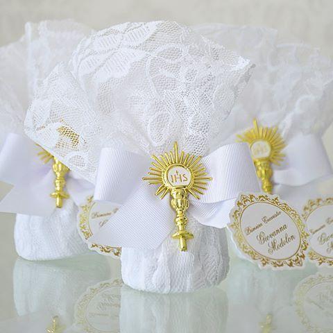 Muita delicadeza nessas trufas para a Primeira Eucaristia de Giovanna Modolon! #PrimeiraEucaristiaFinoGosto #fotosfabiojordão