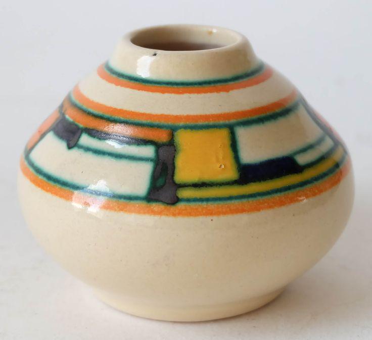 Velsen ceramic art deco vase. More info on our website www.artimero.nl
