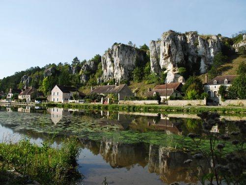 Les Rochers du Saussois à Merry-sur-Yonne, tout près du Canal du Nivernais