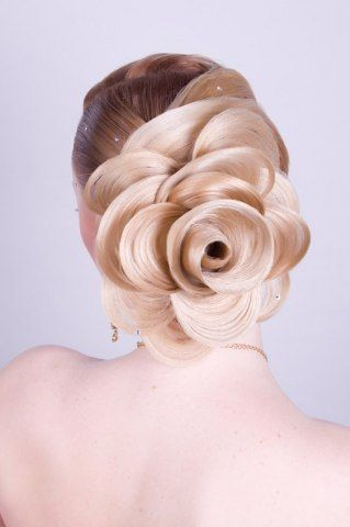 Wonderful rose bun hairstyle -pin it from carden