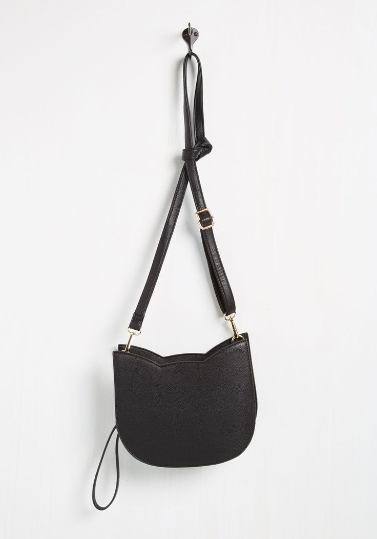No Hard Felines Bag in Black. Brace yourself, because every time you step out while sporting this cat-shaped purse, youll be overwhelmed with a round of app-paws! #black #modcloth