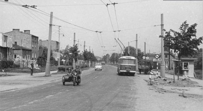 Maj 1971, ul. Kunickiego przy ul. Głuskiej.