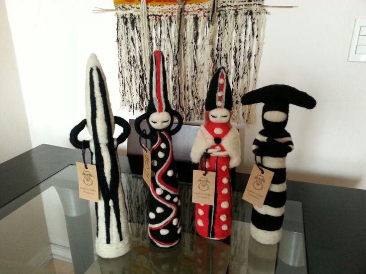 Esculturas hechas de vellón  Los selknam o onas pueblos originarios .