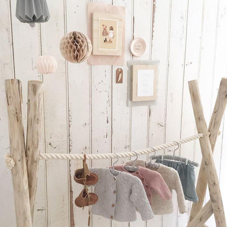 Handgemaakt kledingrek | Huis & Grietje via Kinderkamerstylist.nl