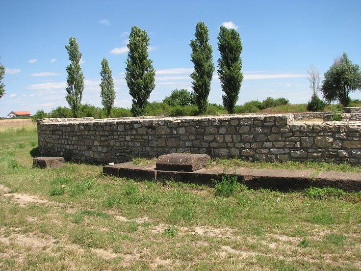 Római kori halomsír (Nemesvámos közelében 0.3 km) http://www.turabazis.hu/latnivalok_ismerteto_3258 #latnivalo #nemesvamos #turabazis #hungary #magyarorszag #travel #tura #turista #kirandulas