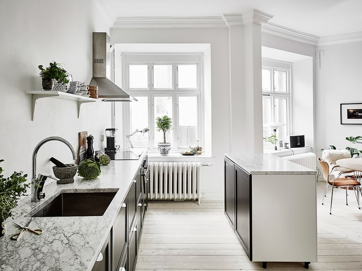 Beautiful countertops in Bianco Carrara marble