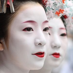 Beautiful if not a little eerie Geisha style makeup inspires beauty, fashion and celebrities alike x