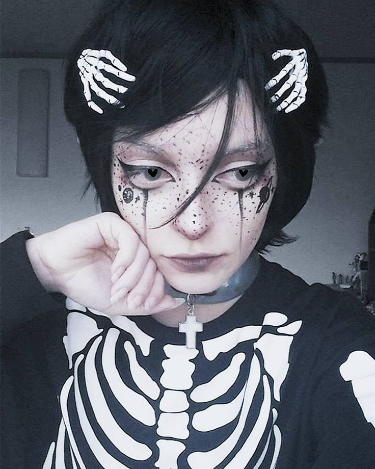 Spookzie . . #halloween #makeup #alien #elf #fairy #death #space #traveler #skeleton #planet #freckles #gothic #goth #harajuku #tumblr #cosplay #wig #anime #makeup #makeupartist #monster #harajuku #pale #spooky #creepy #creepycute #bones #sad #ghost Reposted Via @ghost.tentacle