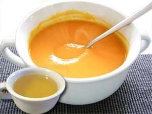 En Inde, ce bouillon serait élaboré pour renforcer le système immunitaire et soigner les rhumes et refroidissements. Composé à base d'huile d'olive, de curry, cumin, ail et citron. Il serait si efficace que le recours à d'autres médecines est souvent inutile. Le curry est un mélange de plusieurs épices dont: le curcuma, le gingembre, le cumin, la moutarde, la feuille de laurier, etc. Il est originaire …