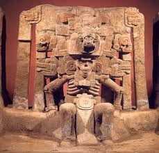 It is primarily the body posture of Mictlantecuhtli that I am interested in here. Is it rigid, slumped, or erect? It has an uncomfortable feel to it, doesn't it? No doubt, a well thought out representation of death.