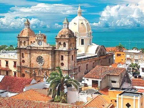 Cartagena es una verdadera mezcla de estilos, arquitectura y sensaciones. Tanto la ciudad vieja como la moderna se unen por la historia que hace de la ciudad una de las más visitadas y admiradas del  mundo  Colombia Vacation  Acceda a nuestro blog encuentre mucha más información   https://storelatina.com/colombia/travelling  #detoxify #kolumbus #Kolumbia #Колумбия