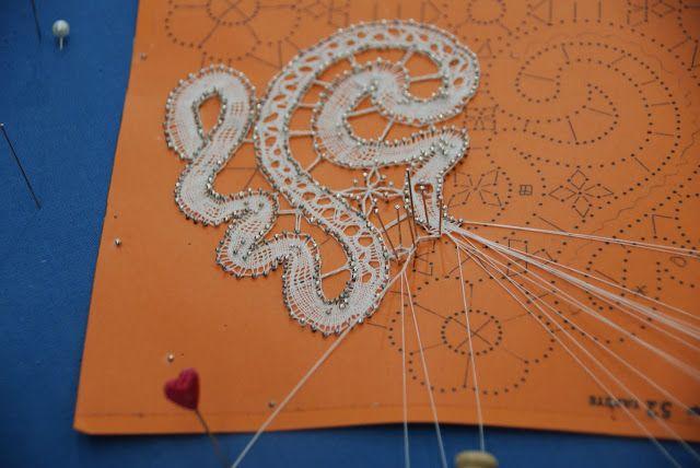 tape lace + separate floral motif tape/part lace hybrid