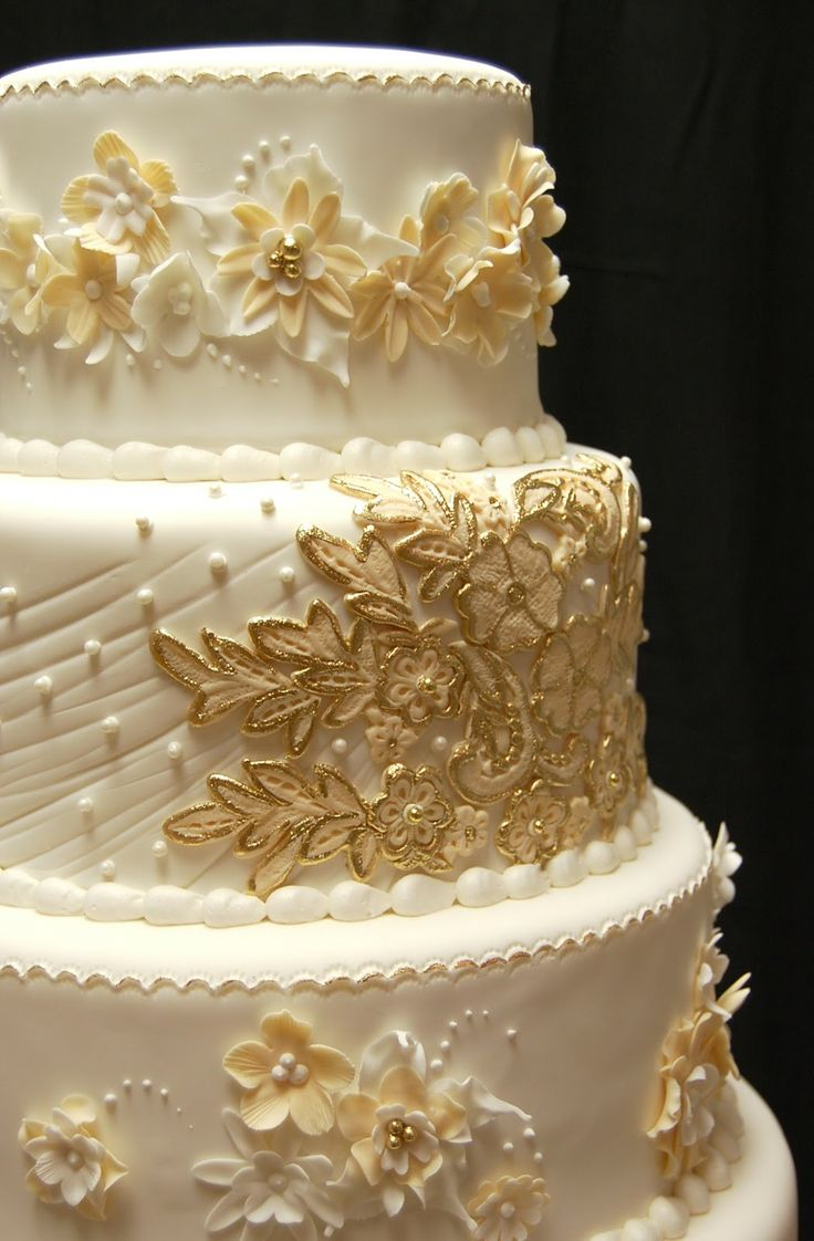 white wedding cake with gold bling gold and white wedding cake all things wedding 27410