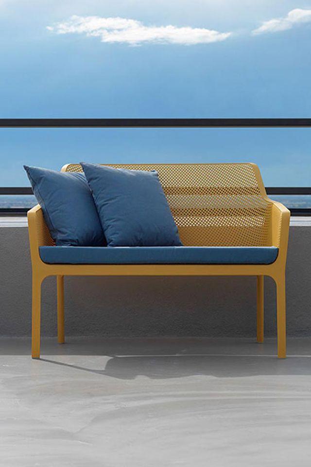 Bring Farbe Ins Spiel Die 2 Sitzerbank Von Nardi Ware Ein Guter Anfang Oder Gartengestaltung Terrasse Balkon Gartenmobel Bank Hochwertige Gartenmobel
