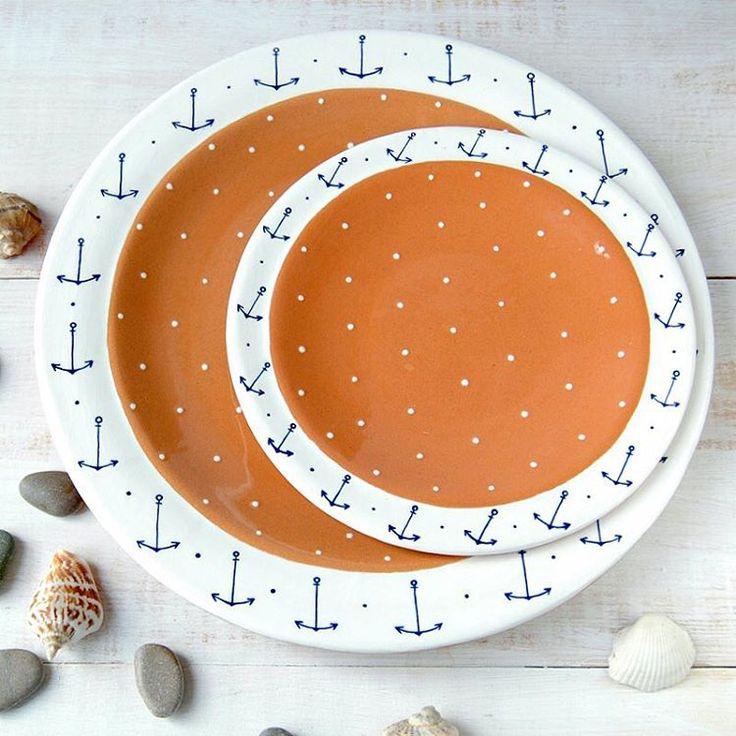 """Две новые серии посуды """"Якоря"""" и """"Синие полосы и звезды"""" уже на сайте #dishwishes Потрясающее сочетание белого и синего цветов на красной глине."""
