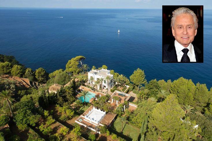 La splendida villa di Michael Douglas sul mare di Maiorca