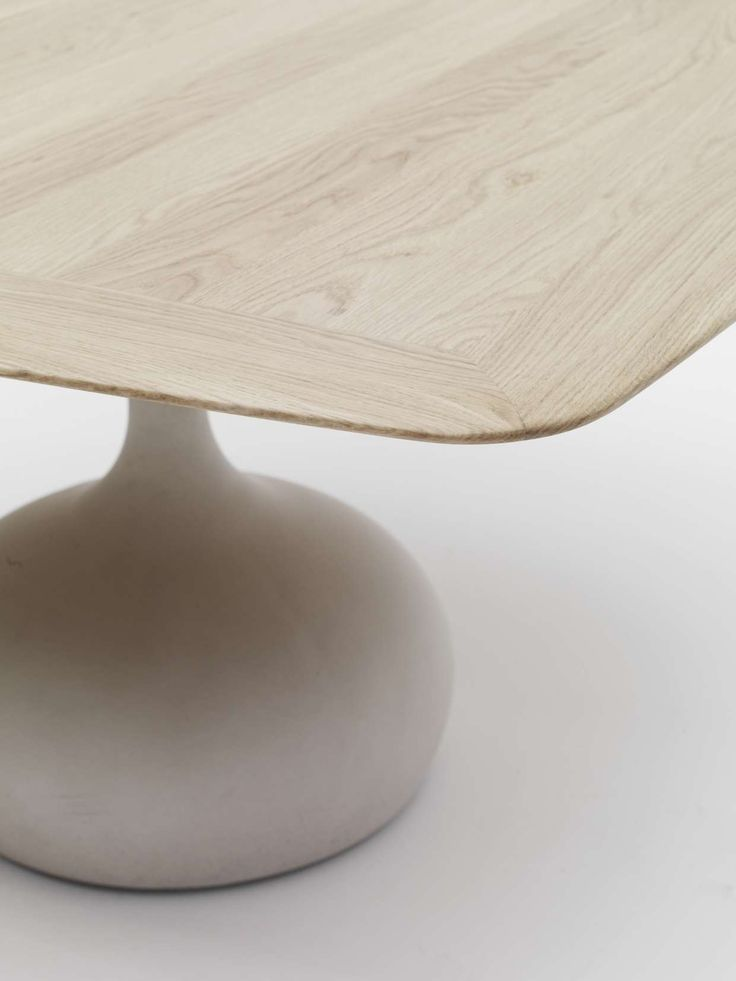 saen table by Gabriele and Oscar Buratti: base in concrete and top in wood