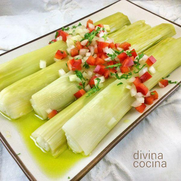 Estos puerros en vinagreta se preparan en un momento, son un plato ligero y original, muy natural. Se pueden servir templados o fríos.