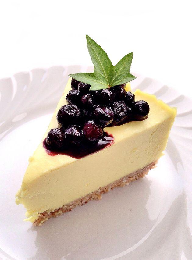 raw lemon cheesecake with blueberries