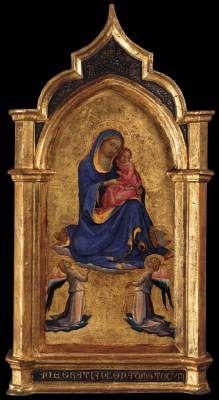 Lorenzo Monaco - Madonna col Bambino e due angeli - c. 1420 - Liechtenstein Museum, Vienna - La Vergine indossa un mantello di lapislazzuli blu - Ella galleggia su una nuvola rosa davanti agli angeli adoranti, una rappresentazione rara.