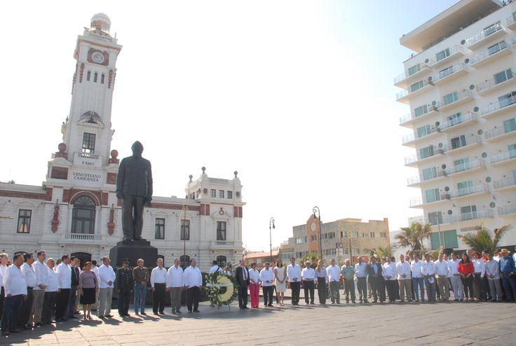 El Gobernador de Veracruz, Javier Duarte de Ochoa, colocó Ofrenda Floral y montó Guardia de Honor con motivo de la Celebración del 97 Aniversario de la Promulgación de la Ley Agraria del 6 de enero de 1915, el pasado 06 de enero de 2012, donde recordó el trabajo y la entrega de miles de campesinos.