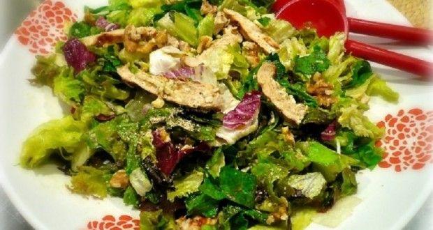πολύχρωμη σαλάτα με κοτόπουλο ψητό - Pandespani.com