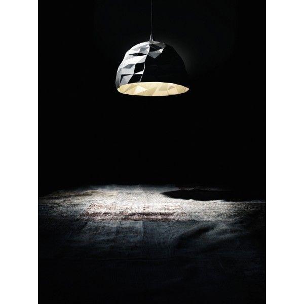 Diesel Rock hanglamp. Gebaseerd op opengespleten vulkanisch gesteente staat deze ruwe diamant fantastisch in ieder interieur. #DieselbyFoscarini @foscarinilamps #verlichting #hanglamp #design #Flinders