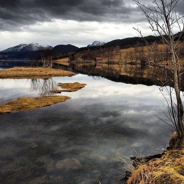 Aureosen, Fræna. #rsa_water #rsa_nature #rbnett #norway #romsdal #Padgram