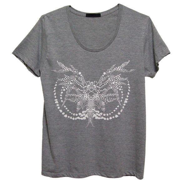 Moth スリムTシャツ/メンズ(¥3,150)◆再生をテーマに、チョウ目の妖艶な雰囲気をアボリジニアートに用いられるドット・ペインティングにて表現しました。...|ハンドメイド、手作り、手仕事品の通販・販売・購入ならCreema。