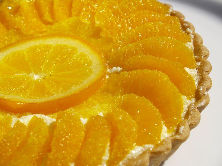 Tartaleta de naranja y crema diplomat. Refrescante naranja en almibar con suave crema diplomat,en base crujiente. Orange-creame diplomat tart,fresh orange segments over delicate diplomat creame