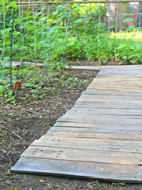 The 25 best Pallet walkway ideas on Pinterest Wood pallet