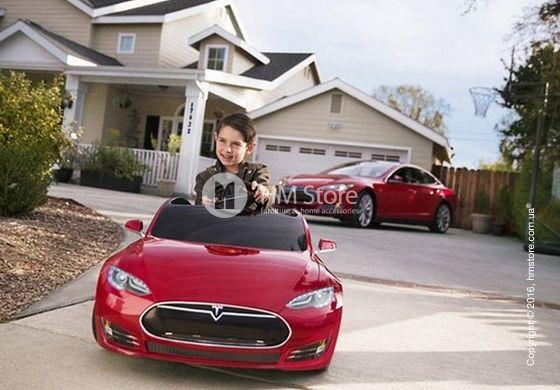 На сегодняшний день электромобили являются очень популярной детской игрушкой. Ведь каждому маленькому путешественнику хочется ненадолго ощутить себя уверенным водителем, как папа или мама. Детский электромобиль Tesla – это не просто машинка на батарейках, она выполнена в полном соответствии с реальным прототипом.