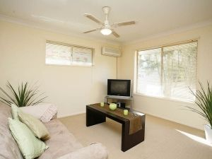This is a quality Unit situated in Sunnybank which is fully furnished and close to transport. This is the photo of the actual Lounge room in a one bedroom unit sunnybank