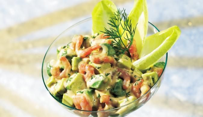 Der Avocado-Krabben Cocktail ist eine leckere Vorspeise, die sehr leicht und schnell gelingt. MAGGI verrät dir wie.