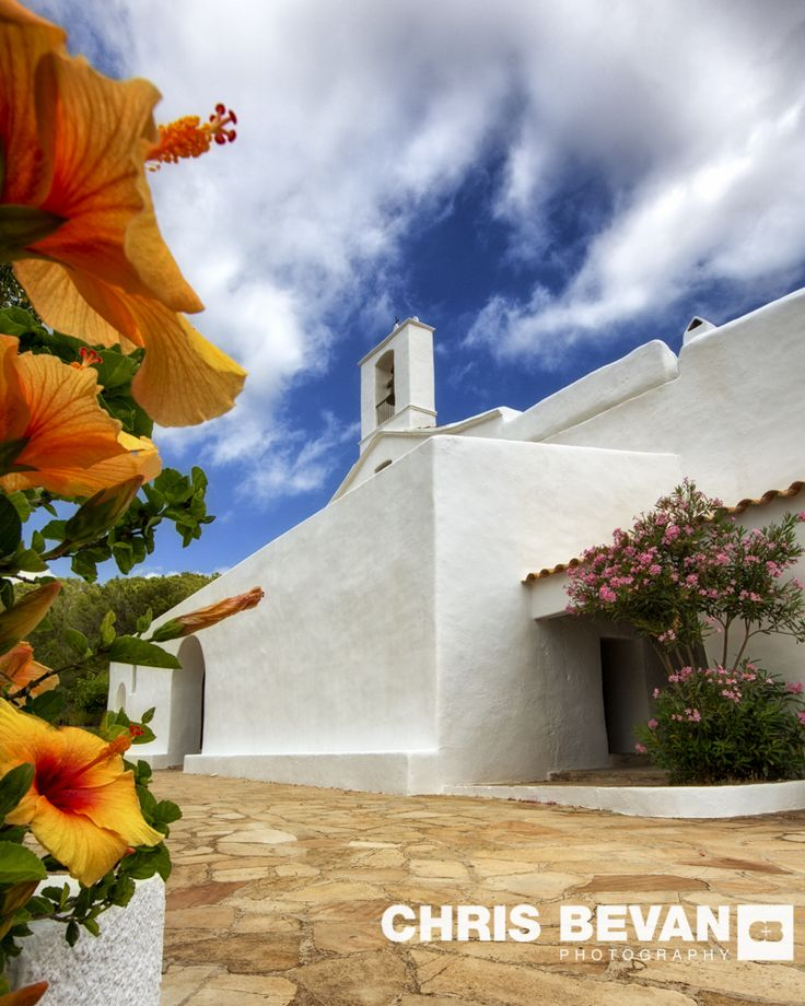 STUNNING CHURCHES OF IBIZA FOR SOME PEACE AND TRANQUILITY