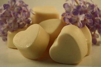 Maak je eigen soy-wax melts met etherische olie of geurolie voor kaarsen. Hier vind je het recept.