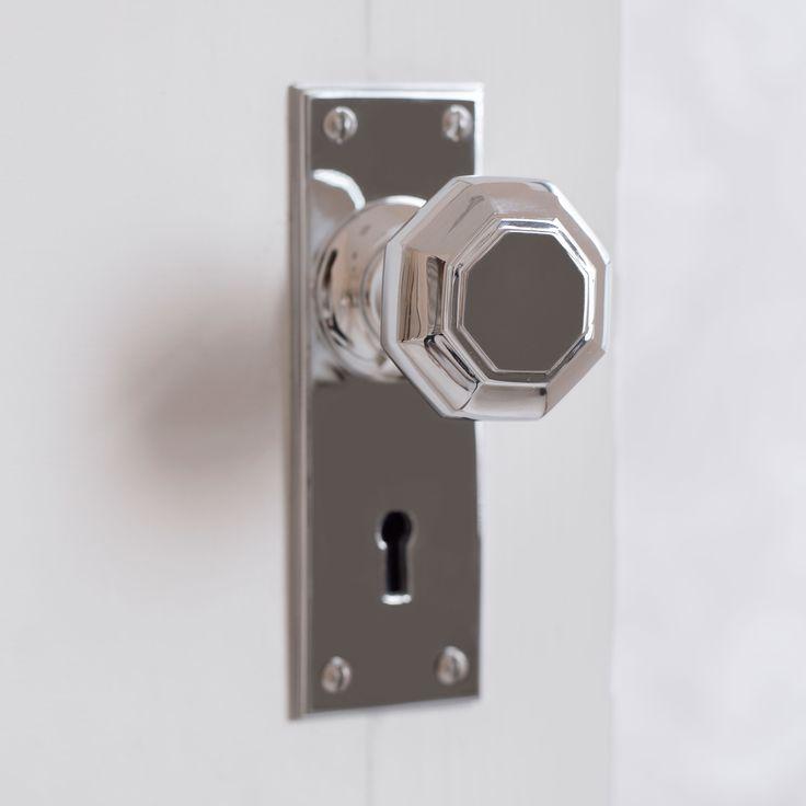 SHAFTESBURY DOOR KNOB WITH RIPLEY KEYHOLE BACKPLATE IN NICKEL
