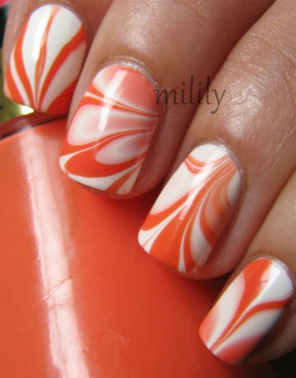 Orange and white water marble manicure -- #watermarbeling #NailEffects