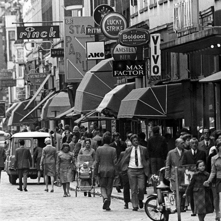 Rotterdam - Oude Binnenweg, 1963. Wat waren er veel uithangborden!