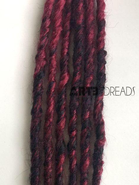 VALOR UNITÁRIO.  Dreads feitos a mão com agulha em cabelos sintéticos. 60cm de comprimento largura media/fina (dedo indicador).