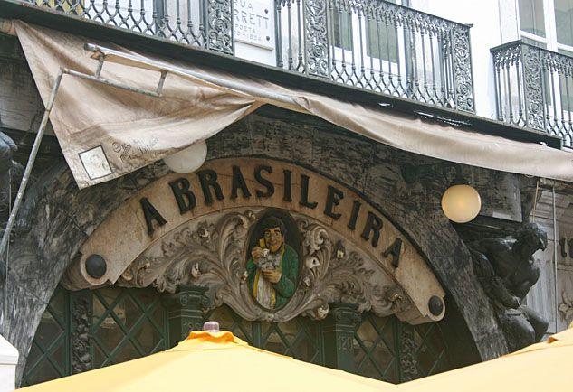 Namensschild von Café a Brasileira in Lissabon. Name board of Café a Brasileira in Lisbon / Lisboa, Portugal. www.claudoscope.eu