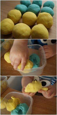 Maak zelf 'play dough' klei met dit recept - uren plezier voor jouw dreumes, peuter en kleuter.