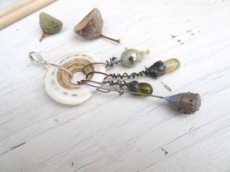 Méditations = Un pendentif ethnique … ou un bijou de sac singulier ? à vous de choisir