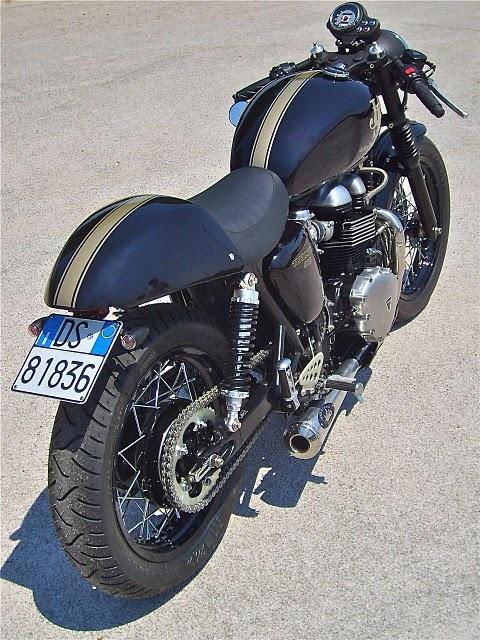 http://roaringbikes.tumblr.com/